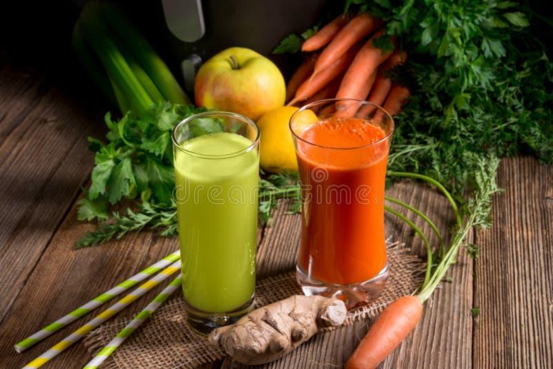 Свеже сжиманные vegetable соки стоковое фото rf