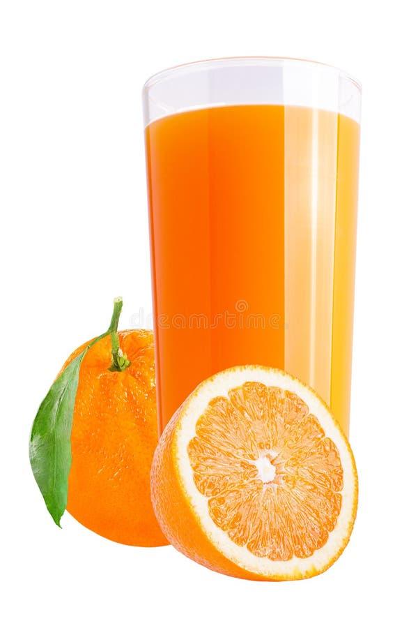 Свежие апельсиновые соки на белизне с свежими фруктами стоковые изображения rf