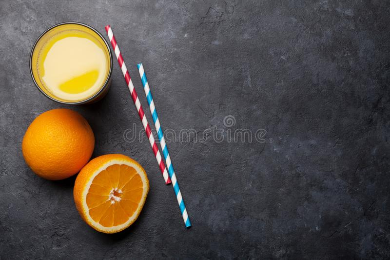 Свежие апельсиновый сок и апельсины стоковое фото rf