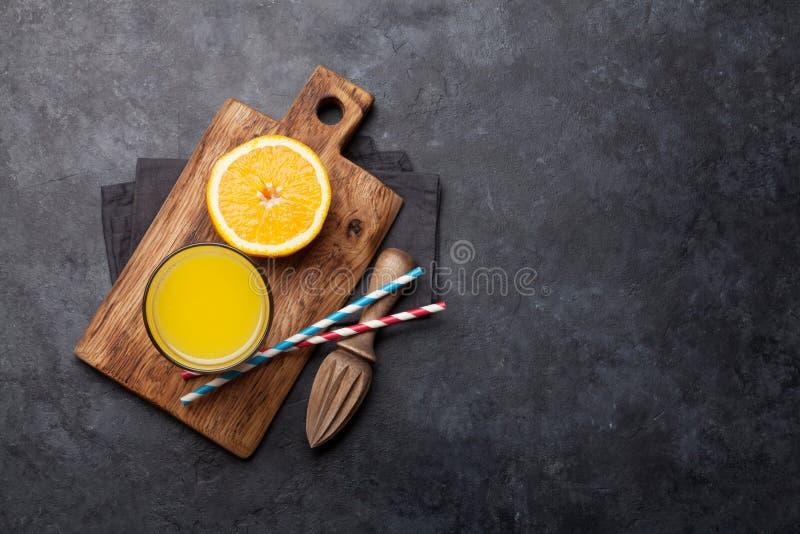 Свежие апельсиновый сок и апельсины стоковая фотография rf
