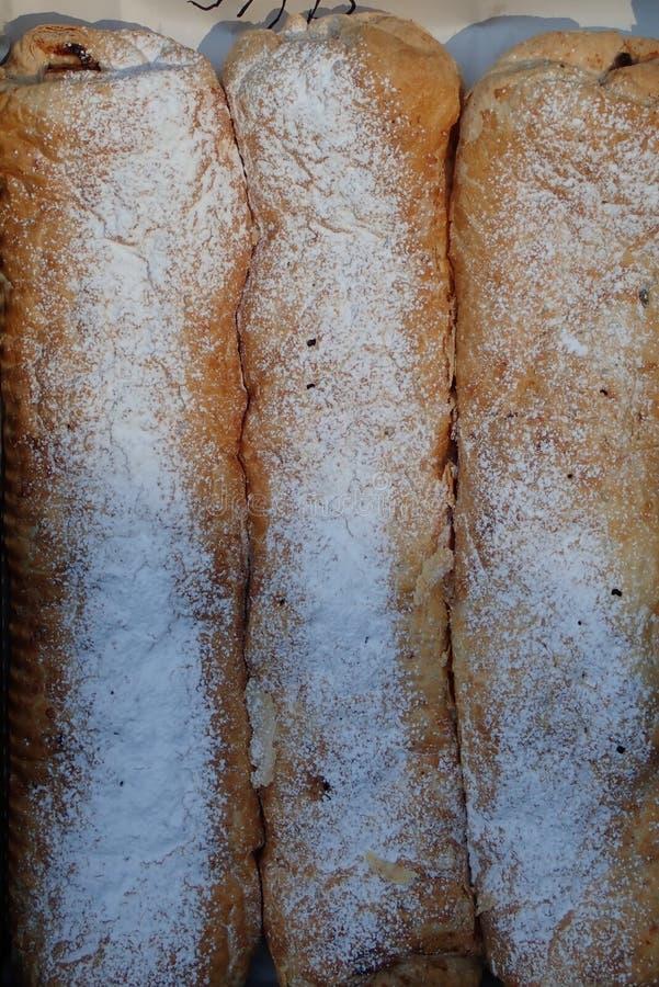 Свежие вкусные домодельные продукты хлебопекарни стоковое фото rf