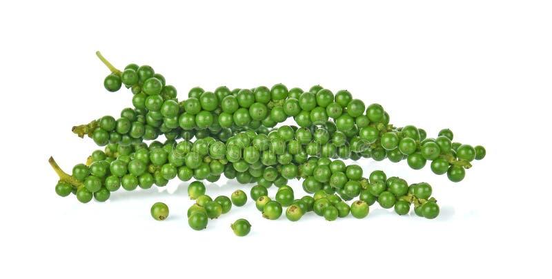 свежие зеленые перчинки изолированные на белой предпосылке стоковая фотография rf