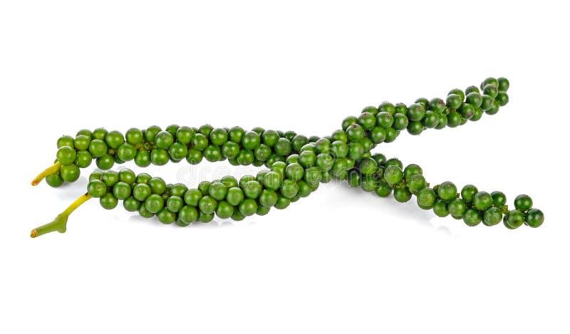 Свежие зеленые перчинки на белизне стоковая фотография