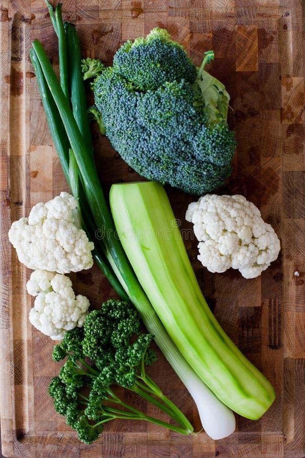 Свежие зеленые овощи стоковые изображения