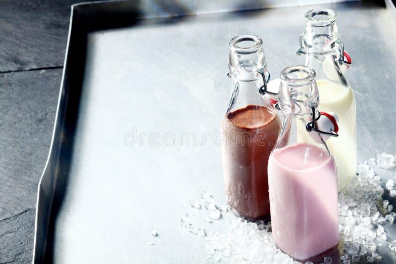 Свежие здоровые smoothies или milkshakes стоковые фотографии rf