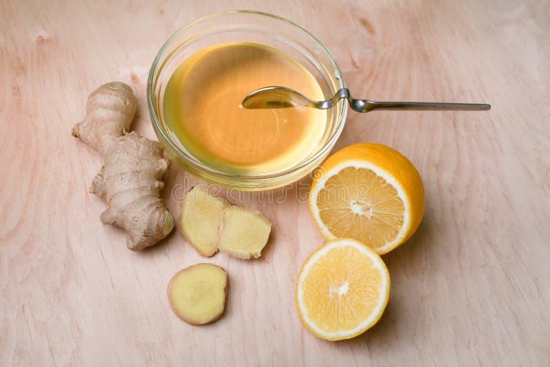 Свежие имбирь, мед и лимон - самая лучшая медицина для холодов стоковое фото