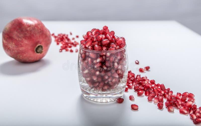 Download Свежие красные семена гранатового дерева Стоковое Фото - изображение насчитывающей часть, зерна: 81805058