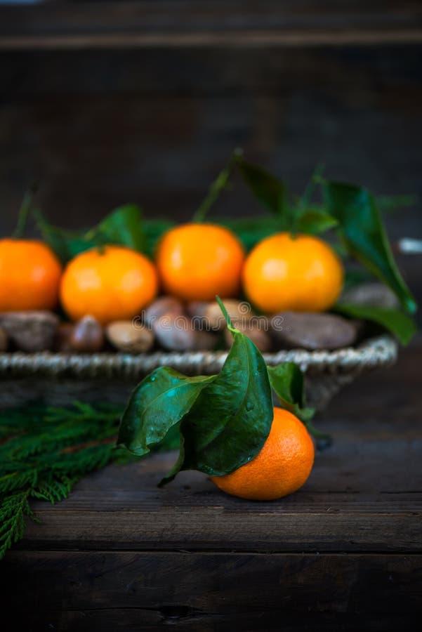 Download Свежие Клементины или Tangerines в корзине Стоковое Изображение - изображение насчитывающей номер, счастливо: 81801091