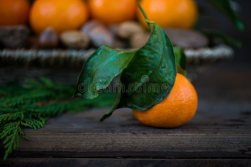 Download Свежие Клементины или Tangerines в корзине Стоковое Фото - изображение насчитывающей гайка, еда: 81801100