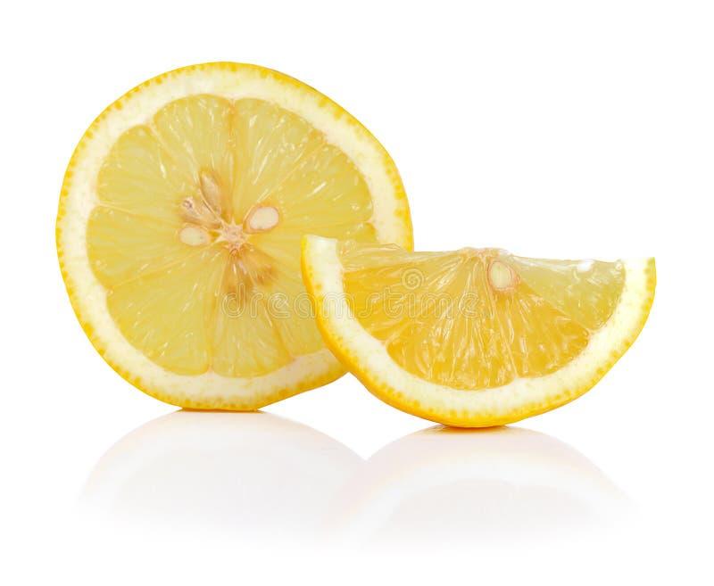 Свежие лимоны изолированные на белой предпосылке стоковые фото
