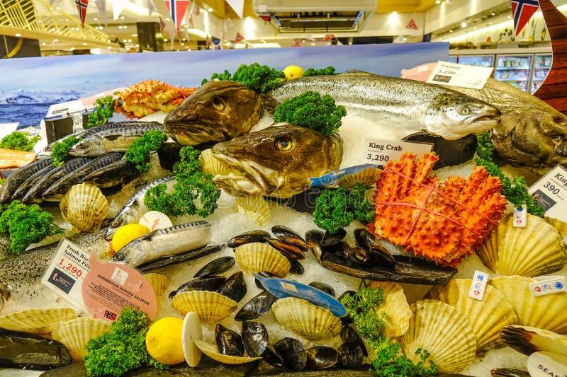 Свежие морепродукты на супермаркете стоковая фотография rf