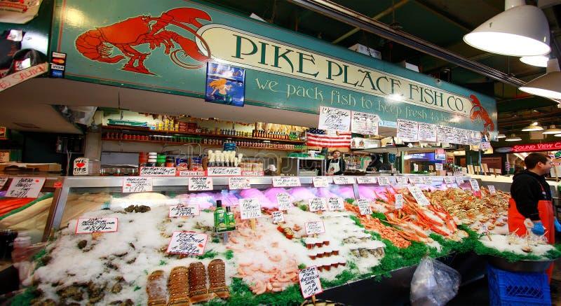 Свежие морепродукты на Pike устанавливают рыбный базар стоковые изображения rf