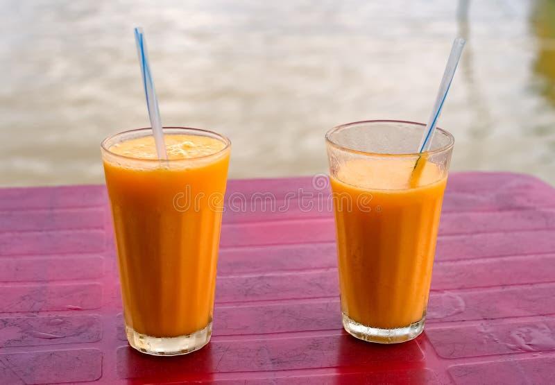 Свежие молочные коктейли плодоовощ манго стоковые фото