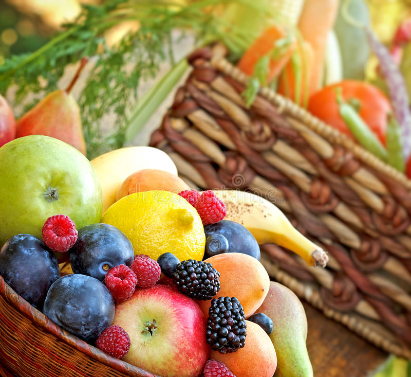 Свежие натуральные продукты - здоровая еда стоковая фотография rf