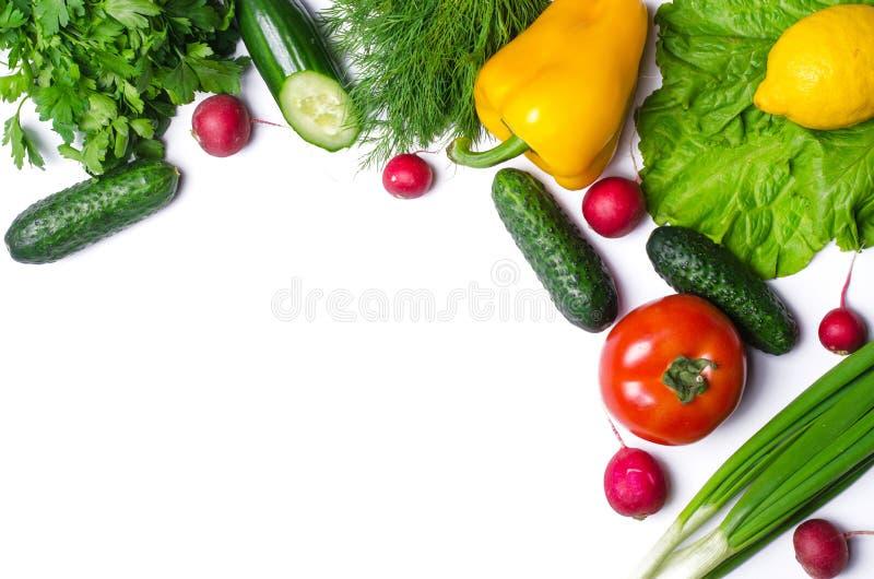 Свежие овощи изолированные на белой предпосылке с космосом экземпляра стоковое фото rf