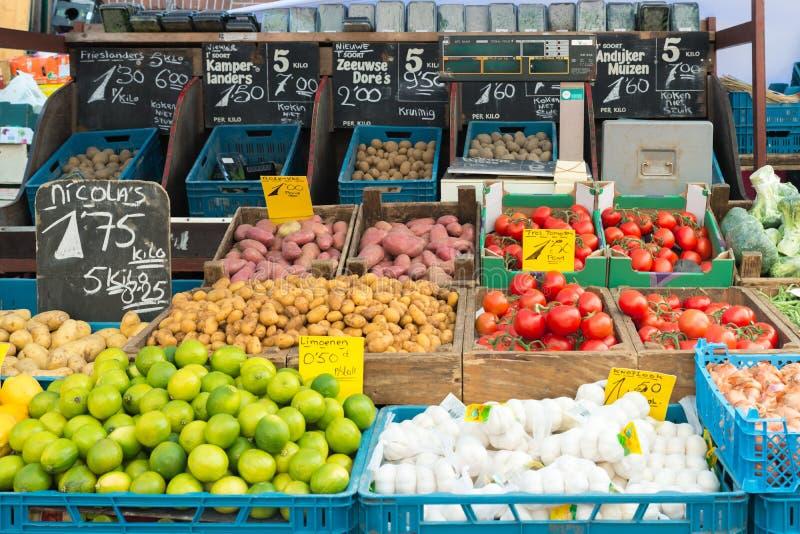 Свежие овощи на рынке овощей в Амстердаме, Netherland стоковая фотография rf