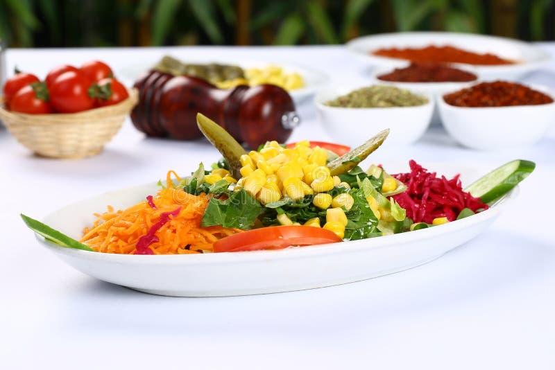 свежие овощи смешанного салата стоковое изображение rf