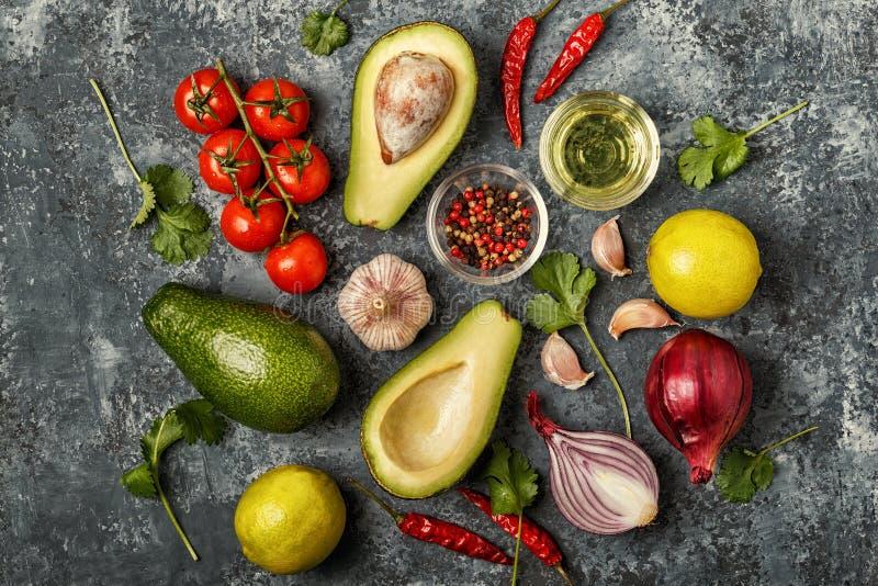 Свежие овощи для варить на темной деревянной предпосылке стоковые фотографии rf