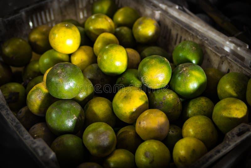 Свежие органические мандарины на азиатском местном рынке Остров Бали стоковое фото rf
