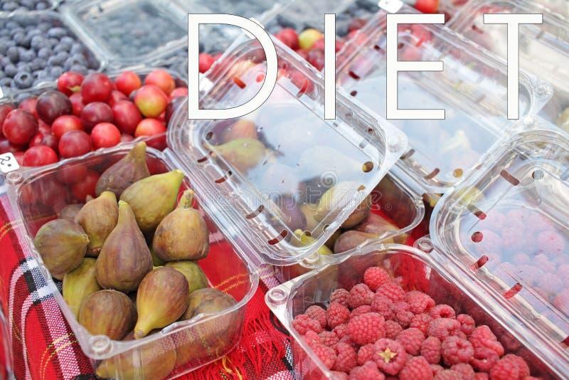 Свежие органические плоды лета на рынке фермера Весь вид плодов o Диета и концепция витаминов стоковое фото rf