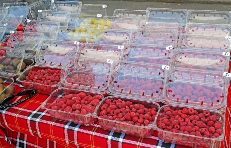 Свежие органические плоды лета на рынке фермера Весь вид плодов o Диета и концепция витаминов стоковое изображение