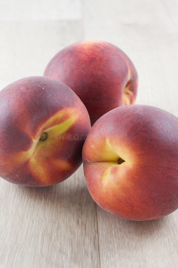 Download свежие персики стоковое фото. изображение насчитывающей сад - 41652092