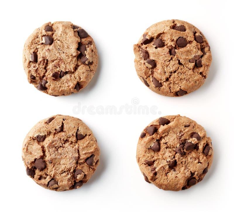 Свежие печенья обломока шоколада изолированные на белом, сверху стоковое изображение