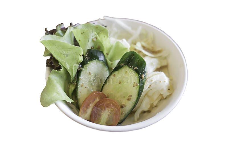 Свежие салат и овощ смешивания в белой плите изолированный на белой предпосылке файла с путем клиппирования стоковые изображения rf