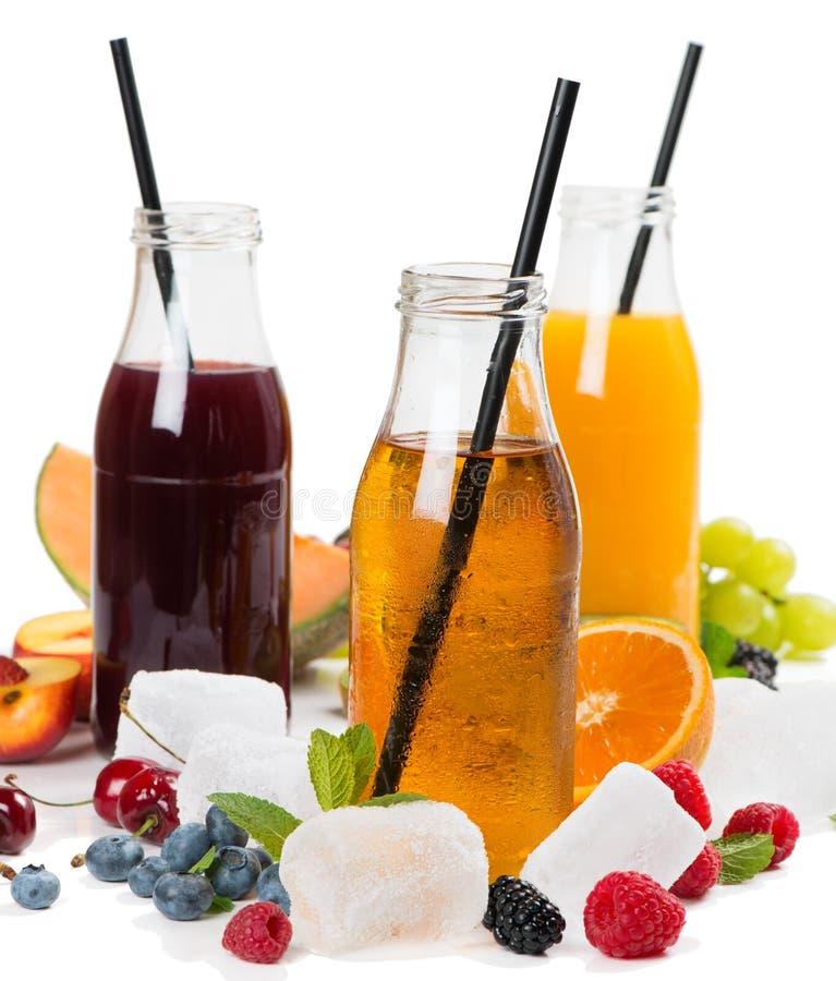 Свежие соки вытрезвителя и плодоовощи лета стоковые изображения