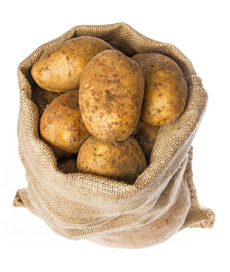 Свежие сырцовые картошки в мешке стоковые фотографии rf