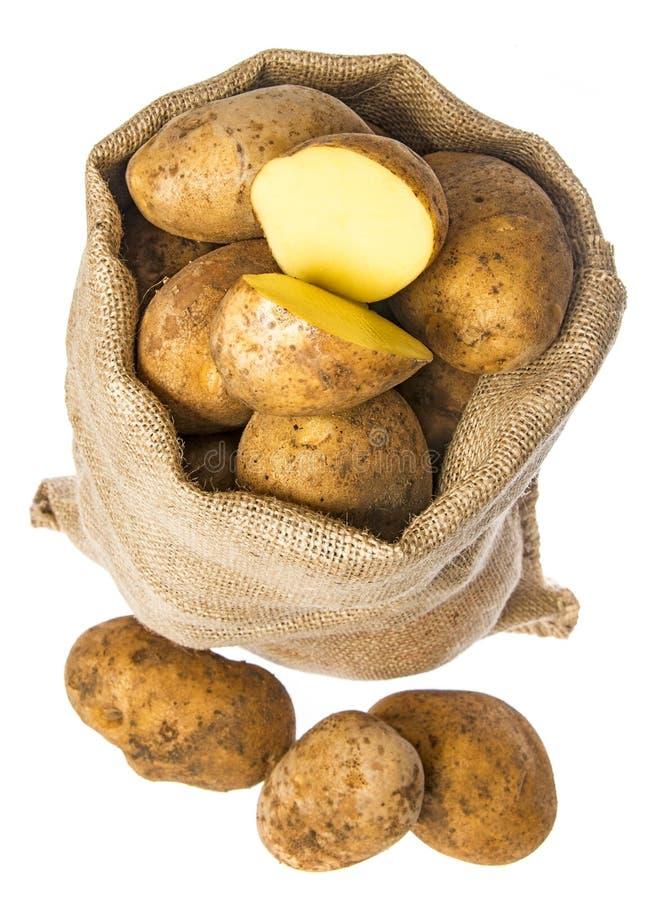 Свежие сырцовые картошки в мешке стоковые изображения rf