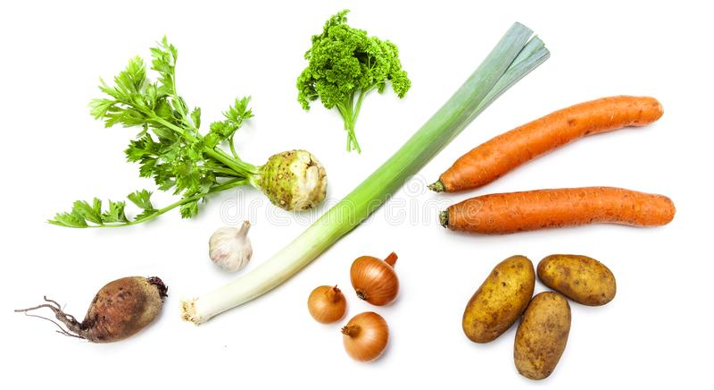 Свежие сырцовые органические овощи аранжировали в изолированной группе стоковое фото rf
