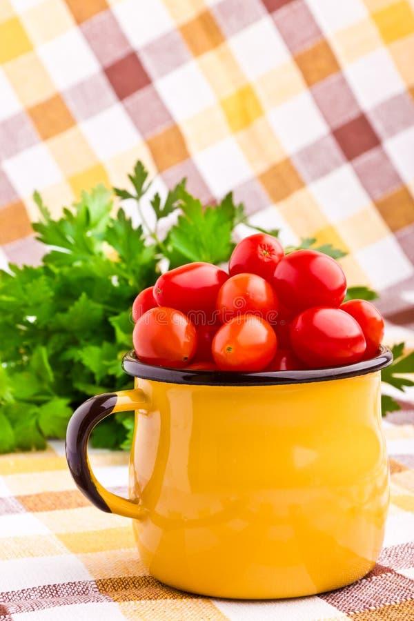 Свежие томаты вишни стоковые фото