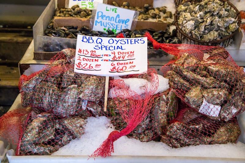 Свежие устрицы в рынке места щуки, Сиэтл стоковое фото rf