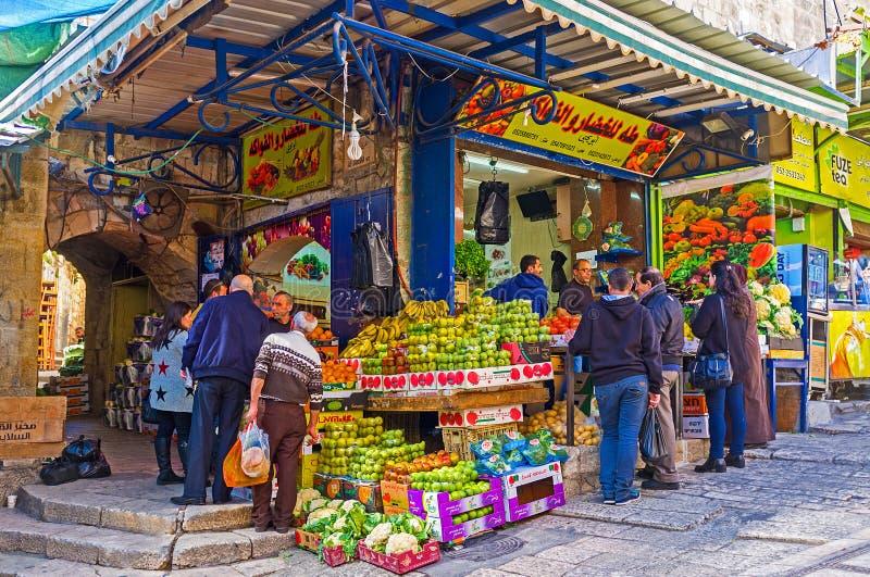 Свежие фрукты в рынке стоковые фотографии rf