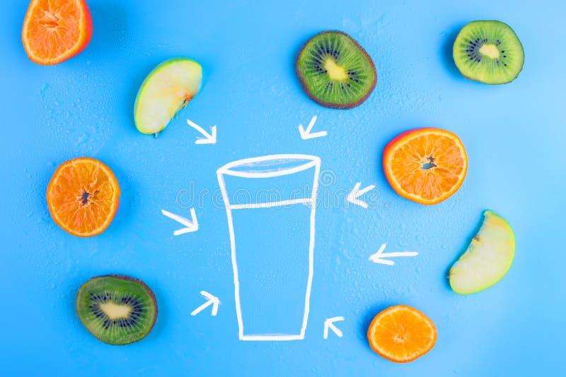 свежие фрукты предпосылки голубые стоковые изображения rf