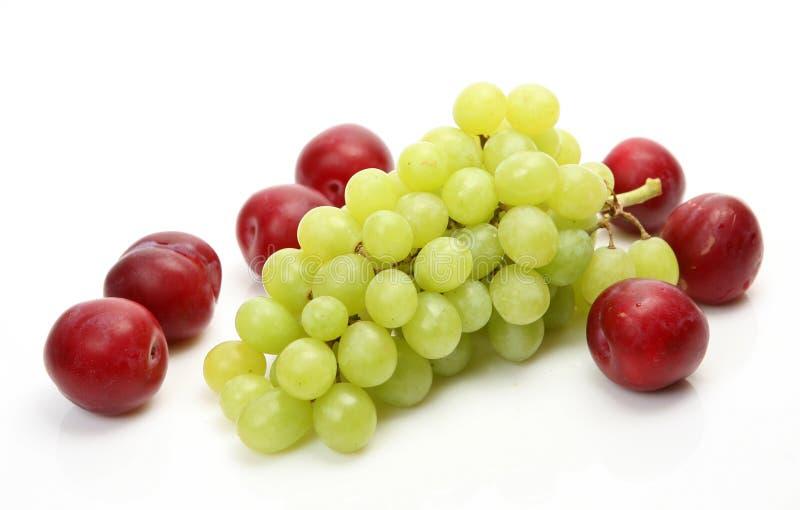 Download свежие фрукты стоковое изображение. изображение насчитывающей естественно - 17610105