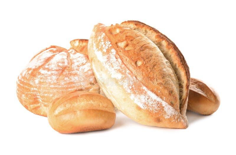 Свежие хлебцы хлеба пшеницы на белизне стоковые фотографии rf