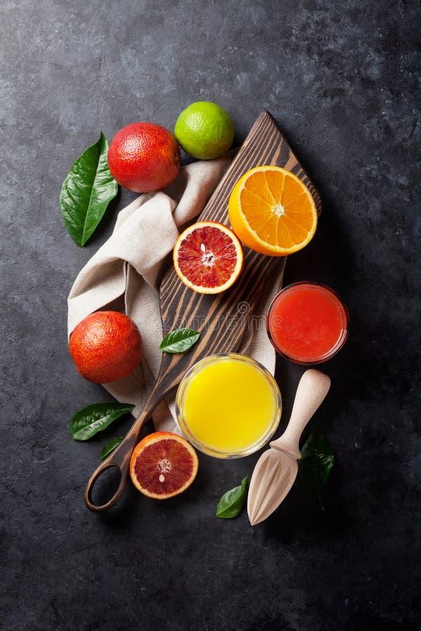 Свежие цитрусы и сок стоковое изображение