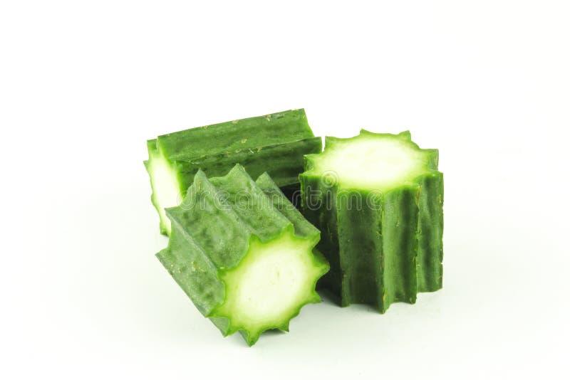 Свежие angled изолированные плодоовощи luffa стоковое изображение rf