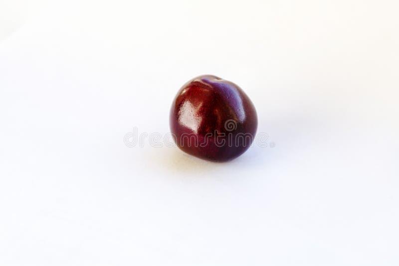 Свежие cherrys ( Деталь макроса, изолированная вишня стоковое изображение
