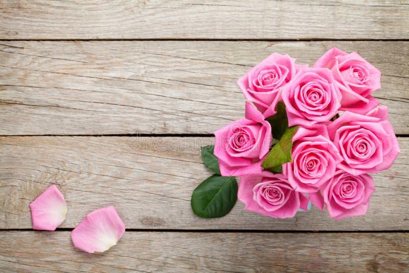 Свежий букет роз пинка сада весны стоковое изображение rf