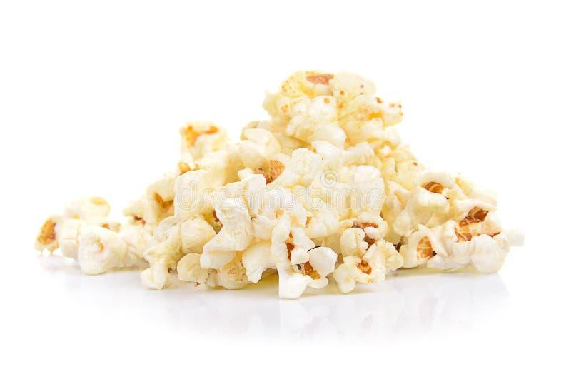 Свежий вкусный попкорн изолированный на белой предпосылке стоковые фото