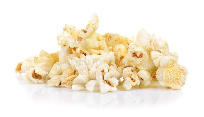 Свежий вкусный попкорн изолированный на белой предпосылке стоковая фотография rf