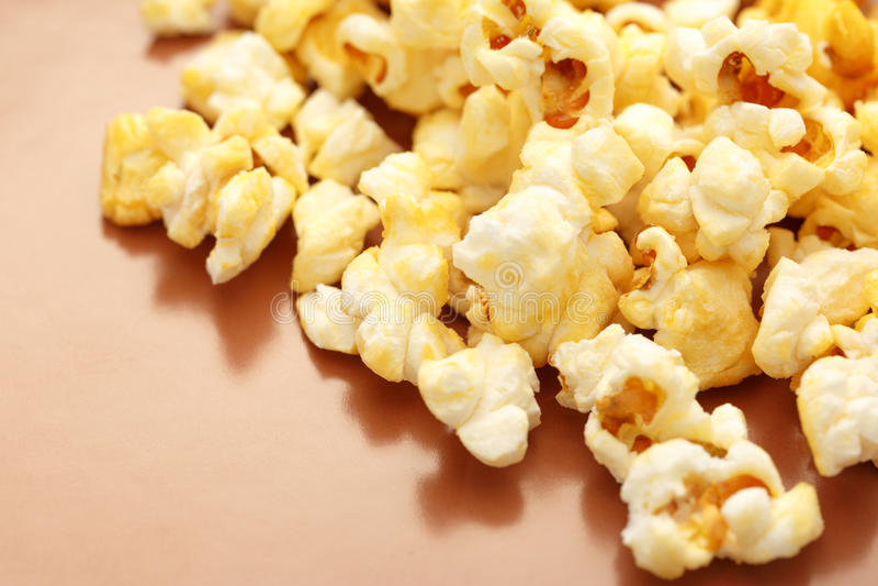 Свежий вкусный попкорн стоковое фото