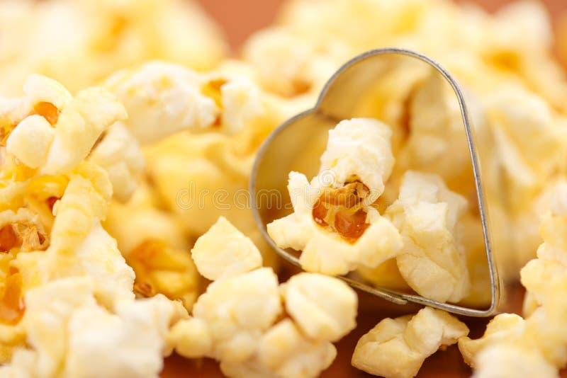 Свежий вкусный попкорн стоковое изображение rf