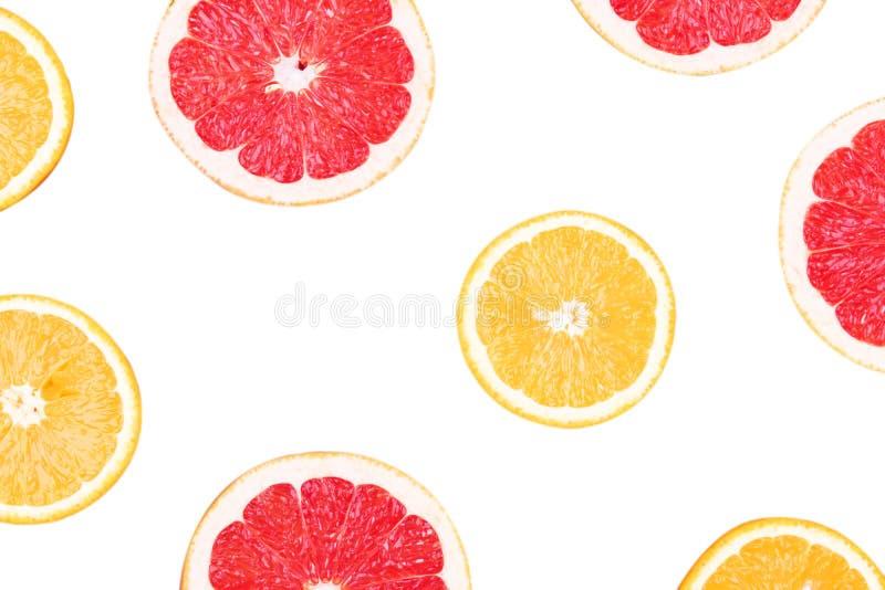Свежий грейпфрут и апельсин неполной вырубки изолированные на белой предпосылке Закройте вверх по взгляду Концепция плодоовощ укл стоковое изображение