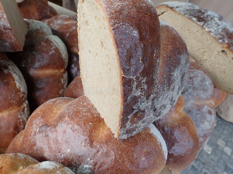 Свежий домодельный испеченный хлеб в изобилии стоковое изображение