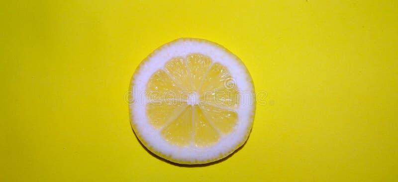 свежий желтый цвет ломтика лимона стоковые изображения