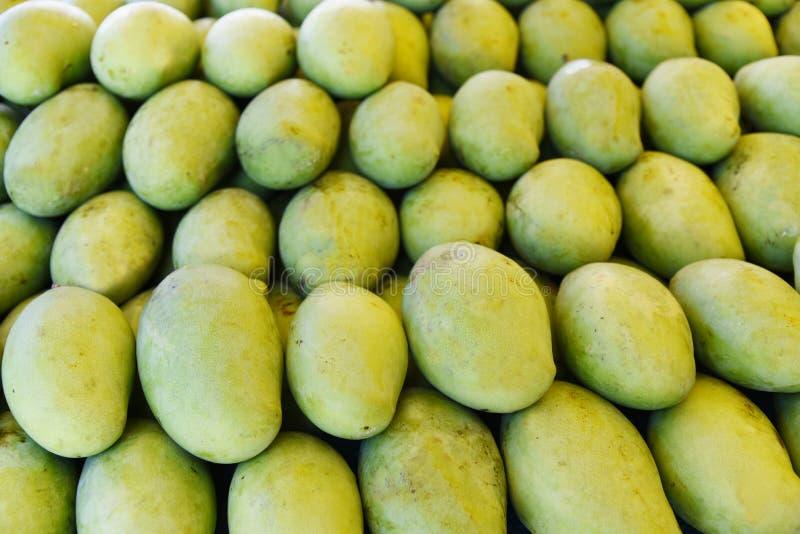 свежий зеленый манго стоковое изображение rf